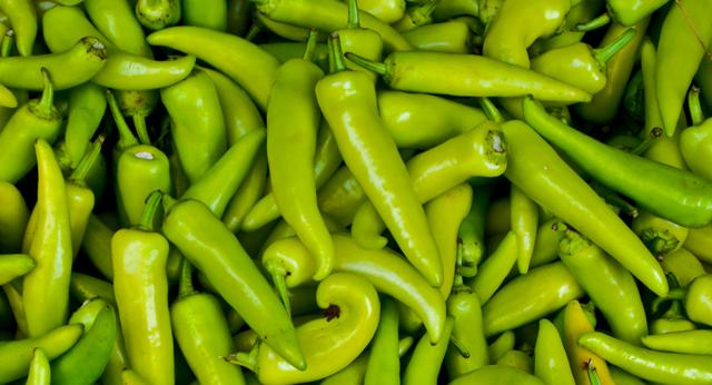 shutterstock_44226145-Hungarian-Pepper